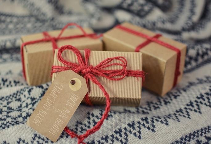 Омские власти рекомендовали депутатам небрать подарки отдрузей