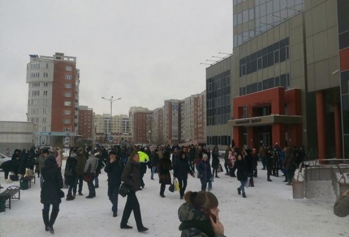 Вслед за«Мегой» вОмске эвакуировали «Фестиваль»