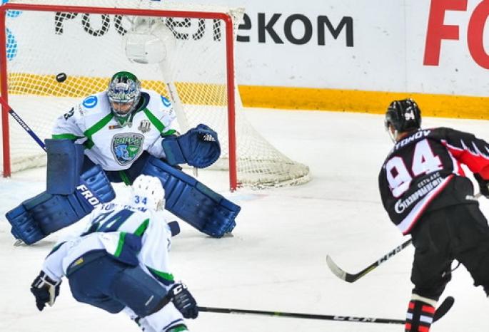ВОмске аутсайдер КХЛ «Югра» разгромил одного излидеров «Востока»— «Авангард»