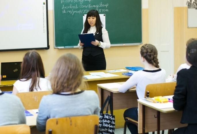 Омские учителя: «Мы стоим перед выбором: не умереть от голода или от работы»