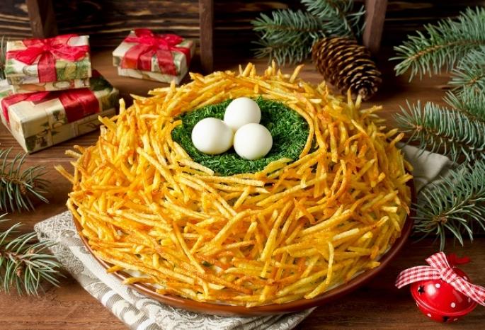 Роспотребнадзор посоветовал омичам не есть в новогодние праздники магазинные салаты