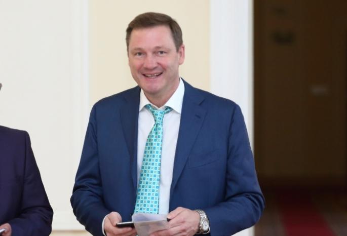 Депутат Седельников сомского Заксобрания действительно имеет компанию вЧехии