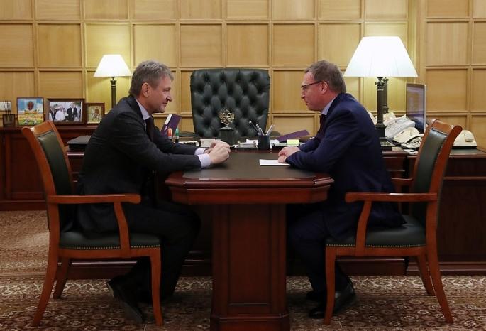 Бурков попросил увеличить предел вывоза омского зерна