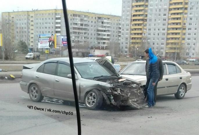 Три человека пострадали при столкновении 6-ти машин вОмске