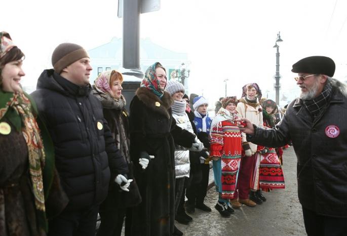 Омичи поставили рекорд Российской Федерации посамому большому масленичному хороводу