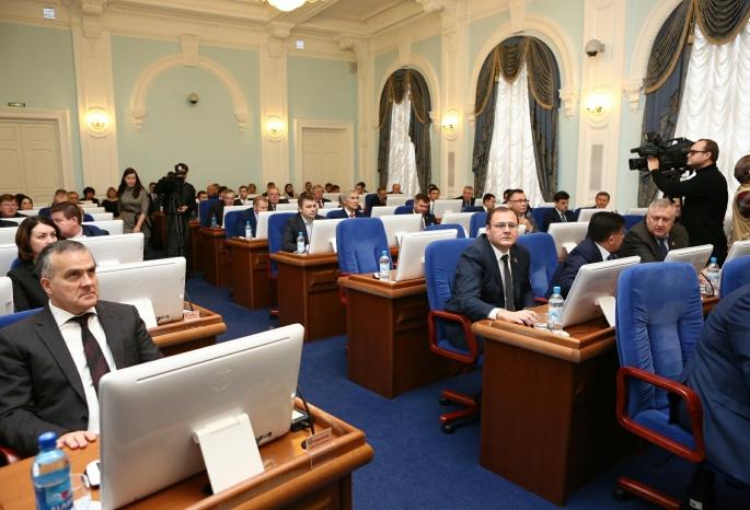 Омские народные избранники хотят разрешить самовыдвиженцам баллотироваться вгубернаторы