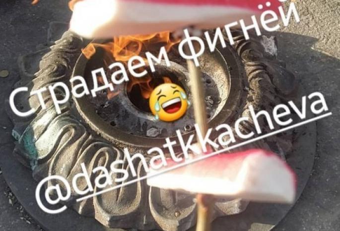 Уральские школьницы пожарили крабовые палочки на извечном огне