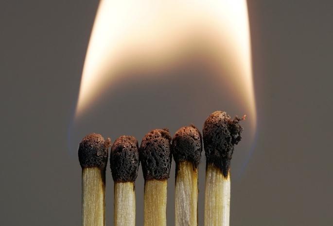 Жителя Омской области будут судить зато, что пытался сжечь свою мать