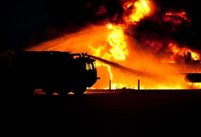 Росгвардейцы спасли семью изгорящего дома надачах вОмске