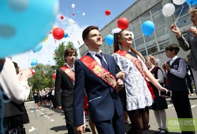 Минобр заявляет, что Омскую область покидают наименее 10% выпускников школ