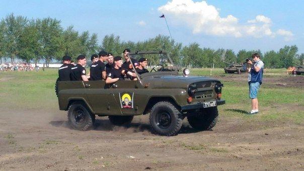 Русские военнослужащие впервый раз вмире наскорость разберут исоберут УАЗ