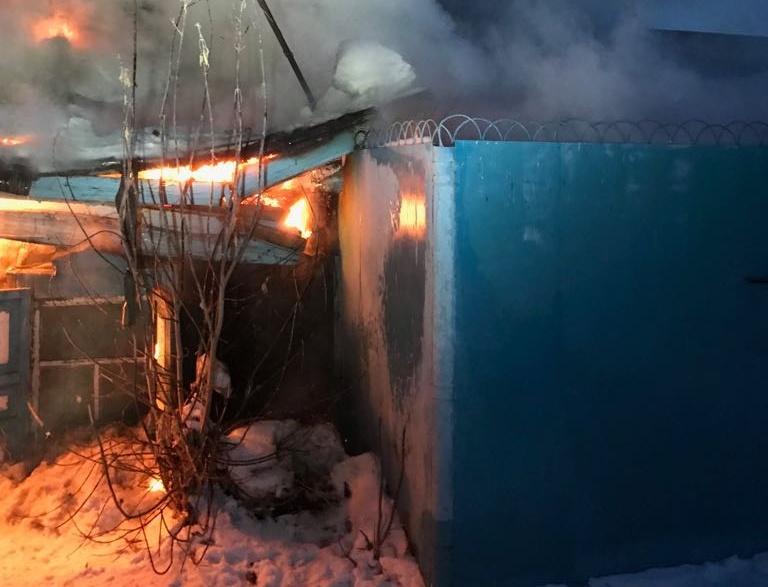 Пожарные спасли пожилую омичку изогня