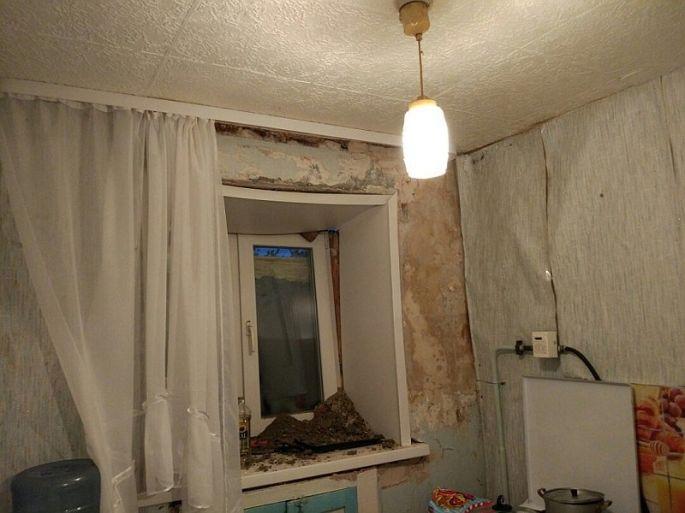 Омская генпрокуратура узнает, из-за чего удома вНефтяниках обрушилась стена